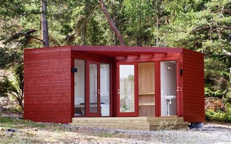 how to build a one room cabin 20 diy pallet shelter designs that will have you living