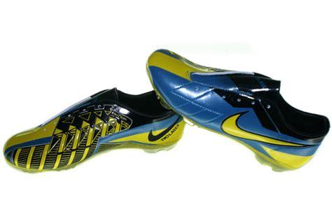 T Sepatu Olahraga Doraemon Biru Wanita Nike Adidas Vans Converse Aneka Sepatu Olahraga
