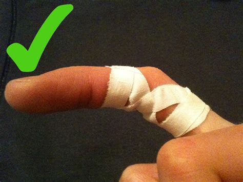 how to finger how to correctly strap finger joint injuries climbing up