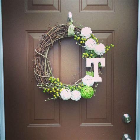 diy monogram front door wreath diy wreath diy crafts