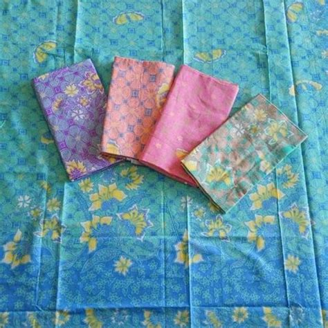 1 Set Kain Batik Print Prada Dan Embos 2 kombinasi kain batik motif rang rang bunga dan kain embos