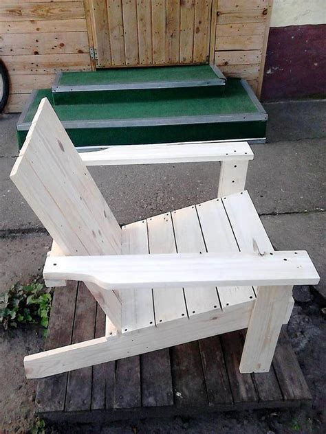Chairs Made Out Of Pallets by Adirondack Chair Made Out Of Pallets