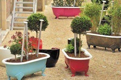 vieille baignoire recycler de vieilles baignoires pour embellir le jardin