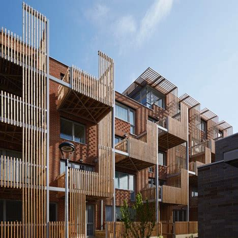 Fassade Modern 4950 by Vertical Timber Slats Provide Shade And Privacy For