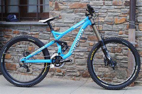 commencal supreme dh 2010 the commencal supreme dhv3 mountain bikes news stories