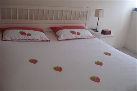 Bed Cover Bantal Set 1115 18 best images about strawberry bedroom decor more on kitchen mat cottages and