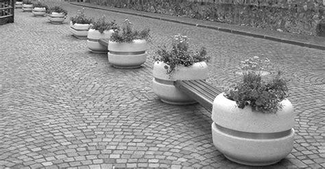 panchine cemento panchina con fioriere integrate arredo piazze aree pubbliche