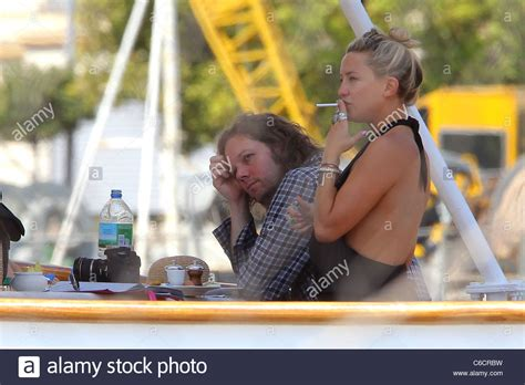 kate hudson smoking cigarettes kate hudson smokes a cigarette while spending an afternoon
