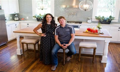 Chip And Joanna Gaines Quot Fixer Upper Quot Farmhouse | chip and joanna gaines from fixer upper our story magnolia