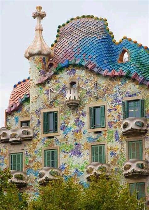 gaudi house gaudi mosaic house barcelona pique assiette mosaic pinterest