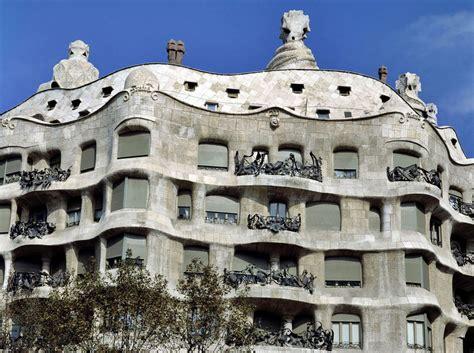 casa gaudi recorrido por los edificios de gaud 237 en barcelona