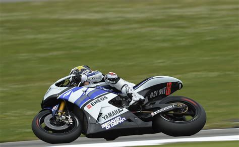 wallpaper motogp yamaha jorge lorenzo download wallpapers download 1440x900 yamaha moto gp