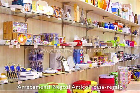 arredi natalizi per negozi arredamento negozi articoli da regalo effe arredamenti