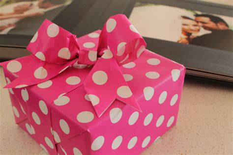 How To Make Ribbon Using Paper - diy paper ribbon and bow tutorial polka dot