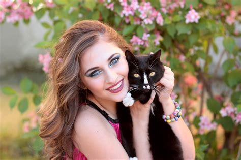 Cinta Untuk Anak Kucing gambar gadis bunga cinta anak kucing binatang