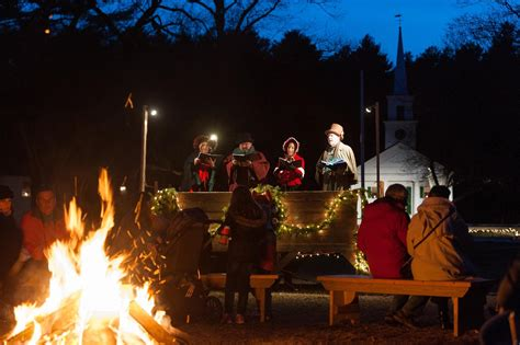 sturbridge villages christmas  candlelight recounts simpler time entertainment life