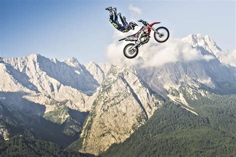 motocross figures volare con la moto photogallery