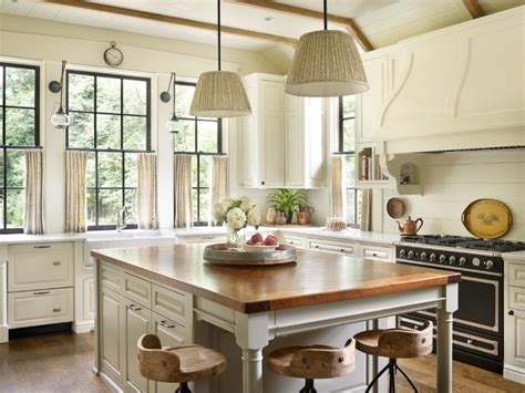 Southern Kitchen by Thoughtful Design Yields An Amazing Southern Kitchen