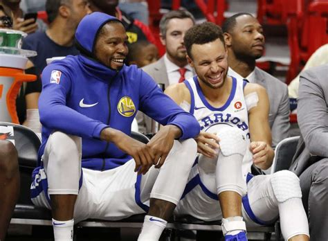 stephen curry bench press steph curry photoshops himself into warriors team photo while out injured san