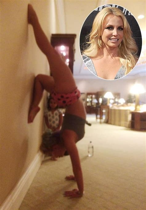 Carpet Stretching Las Vegas by Britney Spears Did Yoga In Her Hotel On Aug 15 Credit