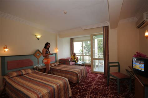 flamingo hotel room pictures flamingo rooms hotelroomsearch net