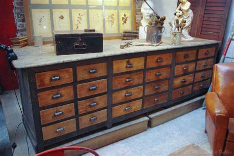 ancien meuble de quincaillerie 224 tiroirs par le marchand d
