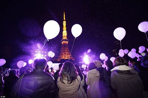 new year firecracker ceremony nyc 2015 new year s balloons in tokyo after sydney s firework