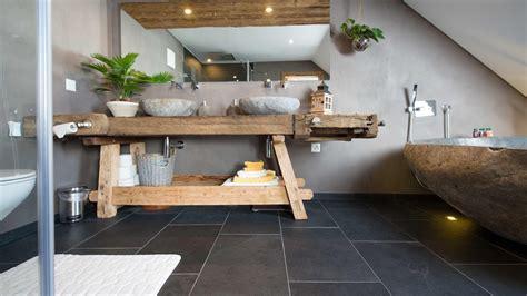 Moderne Fliesen Für Badezimmer by Naturstein Fliesen Wohnzimmer