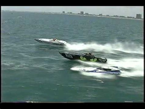 small boat on big boat small boat jumps big wave pantera boats offshore race