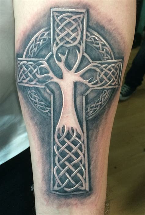 tattoo cross 3d 3d celtic cross tree tattoos for ideas and