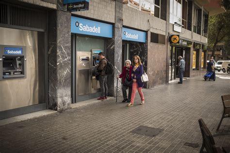 oficinas banc sabadell barcelona caixabank y el sabadell se recuperan