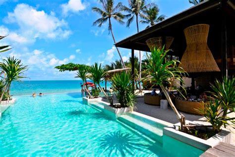 romantic beach resorts   world  couples