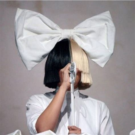 Sia Chandelier Singer Coachella Goes Mad For Sias Performance Gigwise