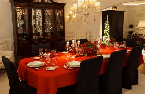 Round Dining Room Tables how to decorate your christmas table 1