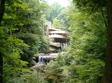 falling waters house pin falling water 7 600x399 fallingwater by frank lloyd wright on pinterest
