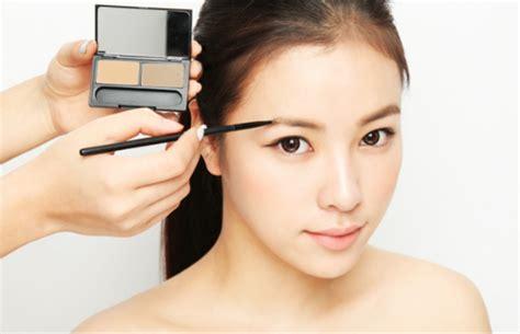 membuat alis terlihat natural 7 trik cara membuat mata terlihat lebih besar facetofeet
