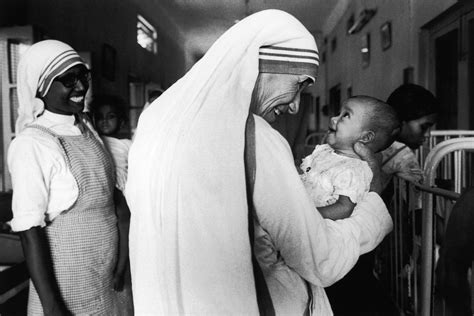 mother teresa biography in hindi 2010 these images show the power of mother teresa s work
