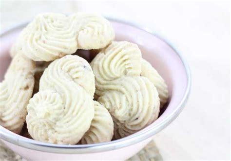 membuat kue kering garut 30 resep kue kering populer untuk lebaran anda resepkoki co