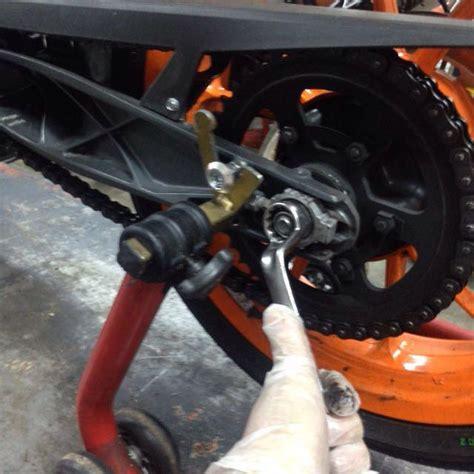 cadena moto colocar c 243 mo y cu 225 ndo tensar la cadena de tu moto f 243 rmulamoto