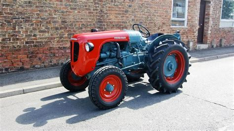 lamborghini tractor 1955 lamborghini dl25 tractor dudeiwantthat com