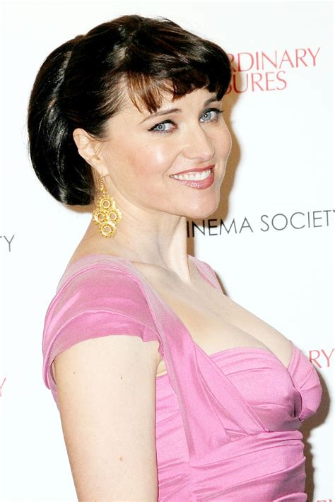 lucy lawless the office lucy lawless picture 11 premiere of extraordinary measures