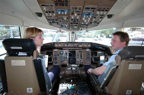 cabina pilotaggio aereo cabina di pilotaggio foto immagini reportage persone