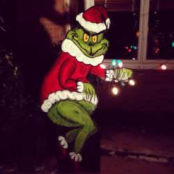 the grinch lights grinch stealing decoration lights from house