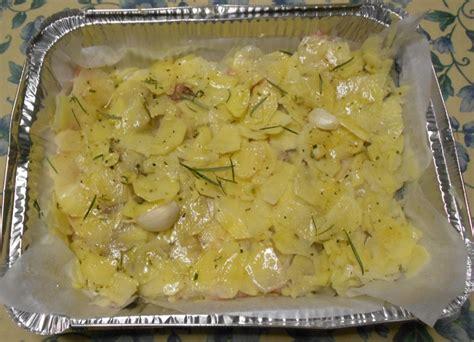 filetto di orata su letto di patate filetti di orata al forno su letto di patate dal dolce