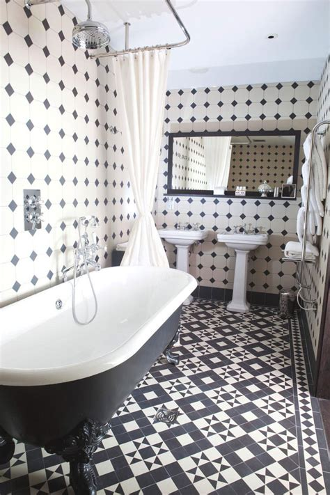 Black And White Tile Bathroom Decorating Ideas Black And White Bathrooms Design Ideas