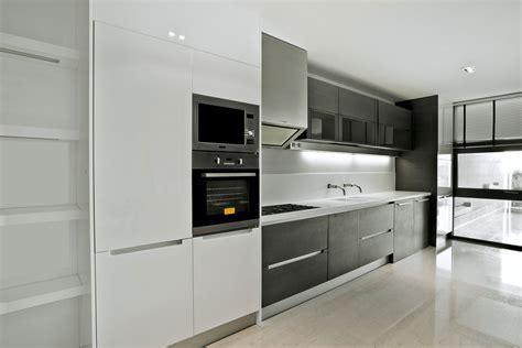 cocinas rusticas y modernas #1: cocina-moderna-sin-tirador.jpg