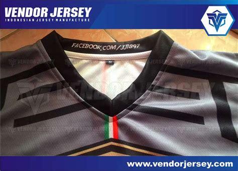 Kaos Dengan Leher V bentuk lubang leher bikin jersey bola futsal berkerah