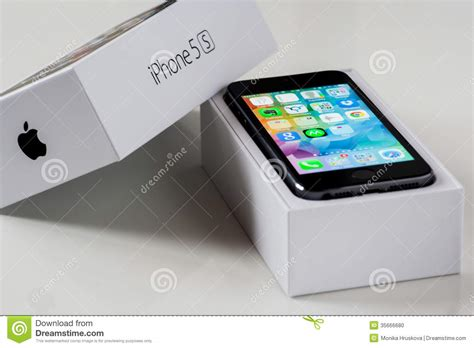 Iphone Time Black 120000 Box iphone 5s with the box editorial image image of five 35666680