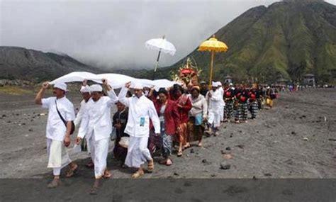 Rakyat Jawa Timur Jawa Gunung Bromo pura luhur poten bromo tengger guratan jejak hindu jawa