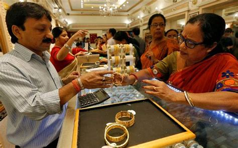 10 Gram Silver Coin Price In Kolkata - gold glitters on dhanteras higher prices fail to stop